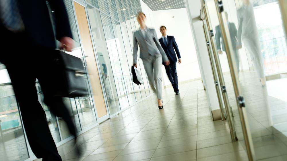 Ποιοι εργαζόμενοι θα λάβουν τον Νοέμβριο την αυξημένη αποζημίωση των 800 ευρώ
