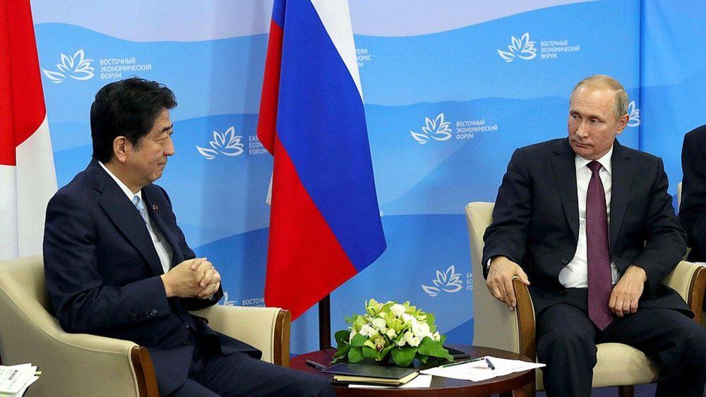 """""""Όχι"""" Πούτιν σε Άμπε για την υπογραφή συνθήκης ειρήνης μεταξύ των δύο χωρών"""