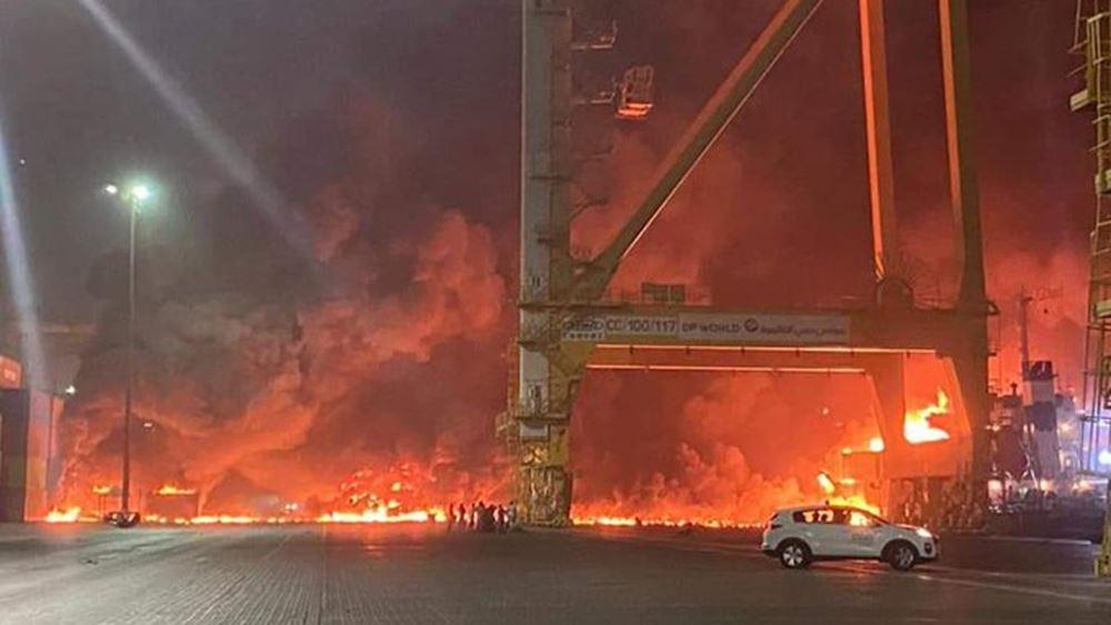 Φωτιά και έκρηξη σε πλοίο στο Ντουμπάι
