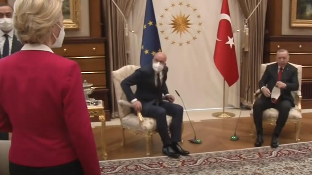 """Σάλος από την προσβολή Ερντογάν και την """"γκάφα"""" Μισέλ: Άφησαν όρθια την φον ντερ Λάιεν"""