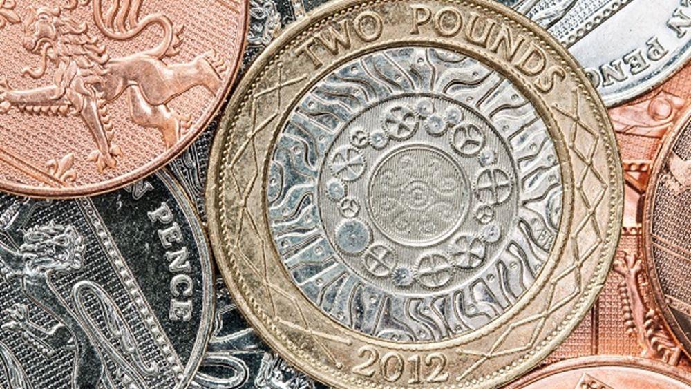 Υποχωρεί η στερλίνα μετά την εκτίμηση αξιωματούχου της BoE ότι μπορεί να χρειαστεί μείωση επιτοκίων