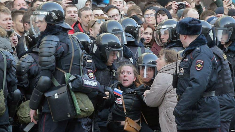 Το Παρίσι καταδικάζει τις χθεσινές συλληψεις διαδηλωτών στη Μόσχα