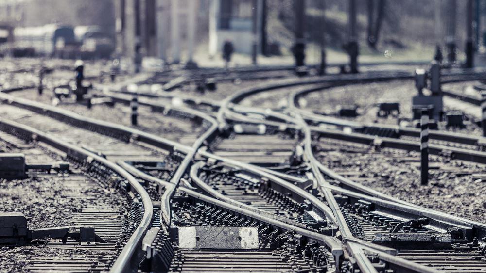 Βρετανία: Έχει εγκρίνει 3,5 δισ. στερλίνες για ενίσχυση των σιδηροδρόμων