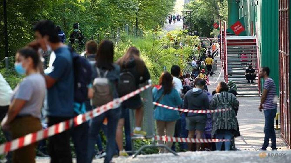 Ελβετία: Πάνω από 1.000 άνθρωποι στήθηκαν στην ουρά για να λάβουν πακέτα τροφίμων στη Γενεύη