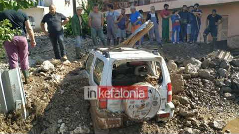 Κεφαλονιά: Η λάσπη έθαψε αυτοκίνητα και παλιά σπίτια και παρέσυρε ζώα στο χωριό Νύφι