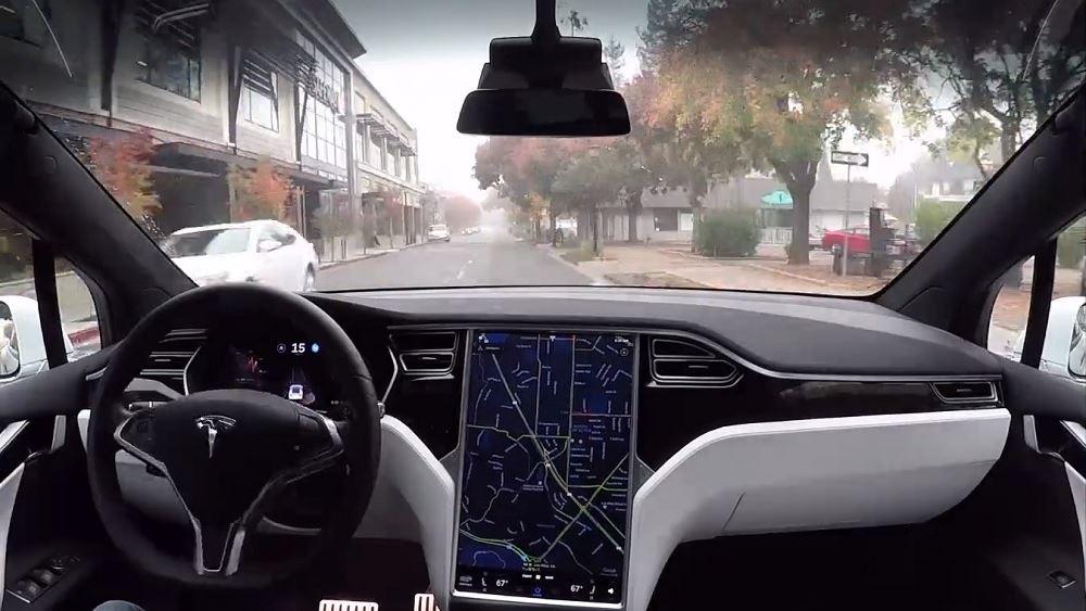 Η Tesla είναι έτοιμη να μοιραστεί τα μυστικά της