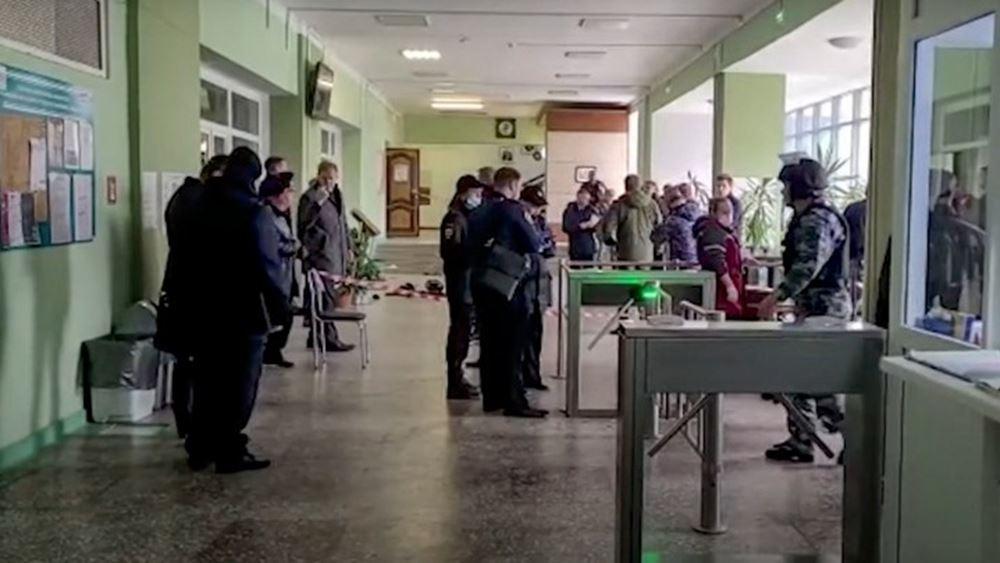 Ρωσία: Η πόλη Πέρμ τίμησε τα θύματα του μακελειού που προκάλεσε 18χρονος ένοπλος
