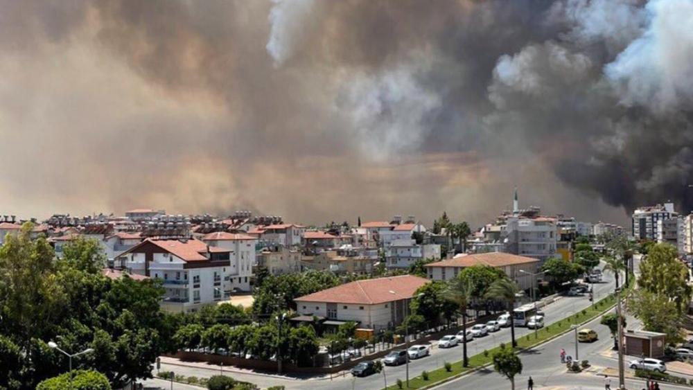 Τουρκία: Δασική πυρκαγιά απειλεί κατοικημένες περιοχές κοντά στη Σίδη
