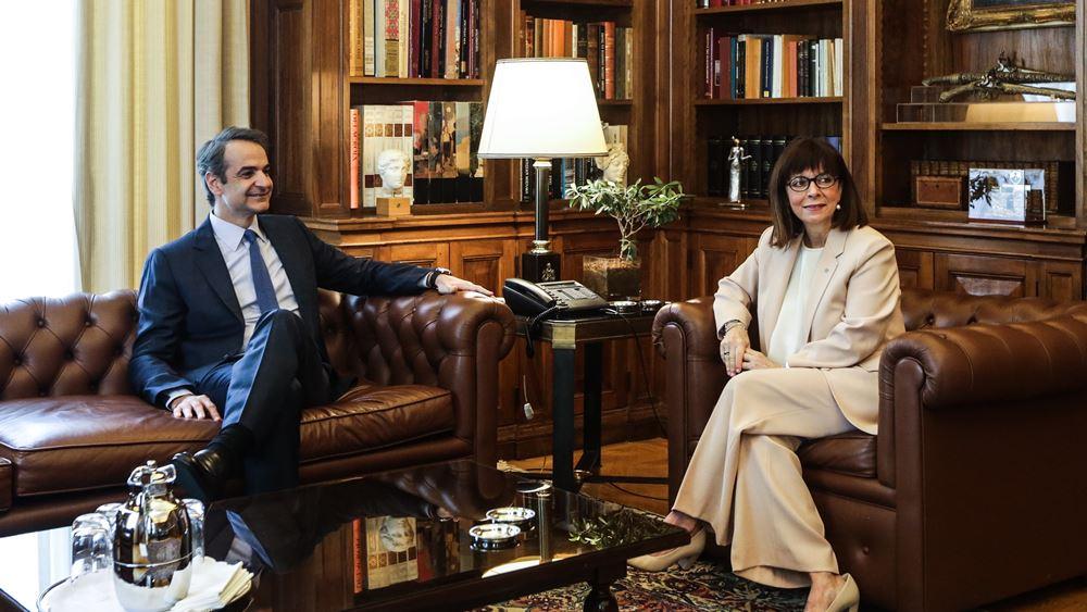 Την Πρόεδρο της Δημοκρατίας επισκέπτεται αύριο Τετάρτη ο Κ. Μητσοτάκης