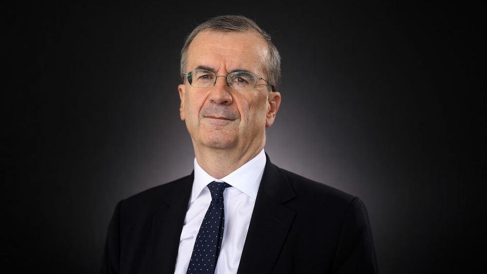 Villeroy de Galhau (ΕΚΤ): Αν επιμείνει το πετρελαϊκό σοκ μπορεί να πληγεί η ανάπτυξη