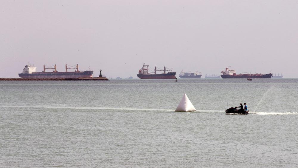 Περί τα 369 πλοία παραμένουν εγκλωβισμένα στη Διώρυγα του Σουέζ, 25 εκ των οποίων πετρελαιοφόρα