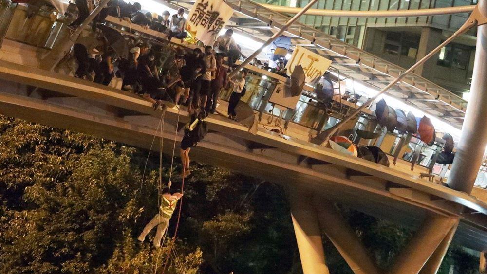 Χονγκ Κονγκ: Η αστυνομία μπήκε στην πολυτεχνειούπολη έπειτα από 11ήμερη πολιορκία