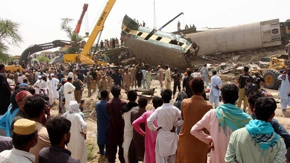 Πακιστάν: Τουλάχιστον 43 νεκροί και δεκάδες τραυματίες από σύγκρουση τρένων