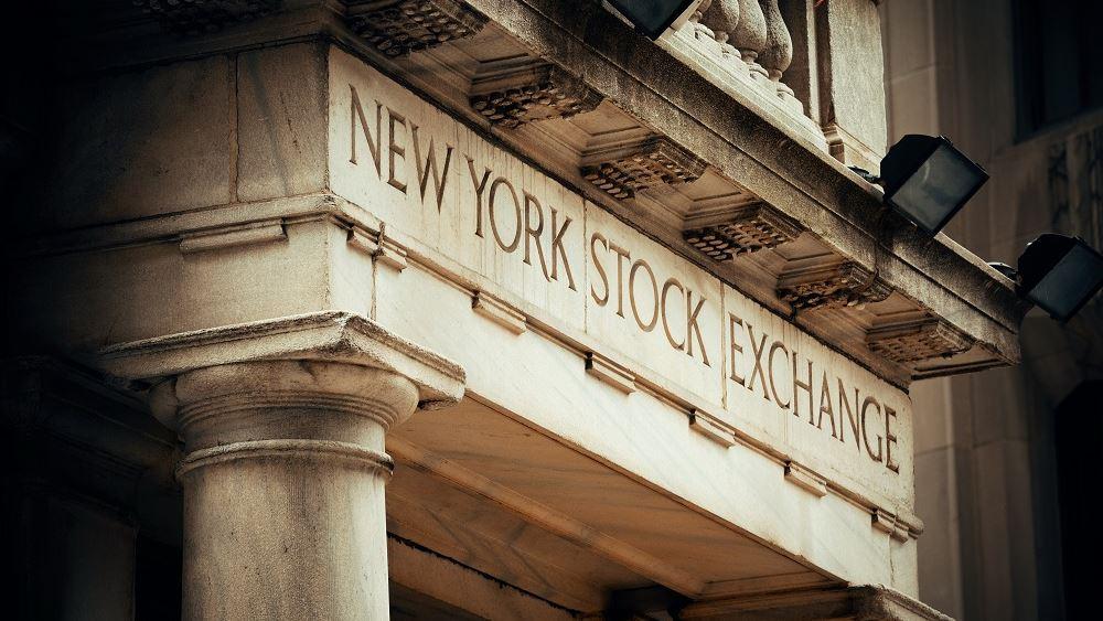 Νέα κατρακύλα για την Wall, πάνω από 1000 μονάδες χάνει ο Dow