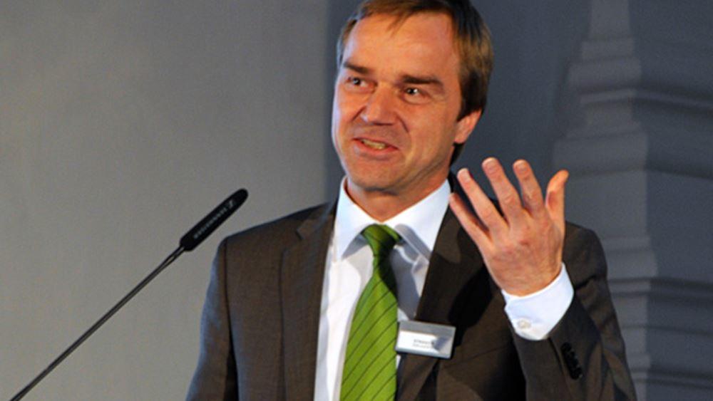 Στράουχ (ESM): Ανησυχία ότι η Ελλάδα δεν θα πετύχει τον στόχο του 3,5%