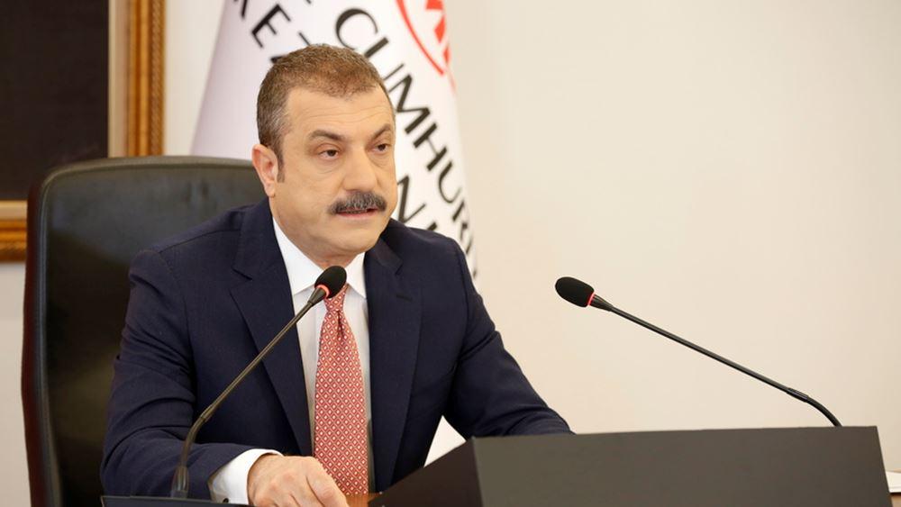 Απώλεια αξιοπιστίας για τον Τούρκο κεντρικό τραπεζίτη: Μείωσε επιτόκια για να σώσει την καρέκλα του;