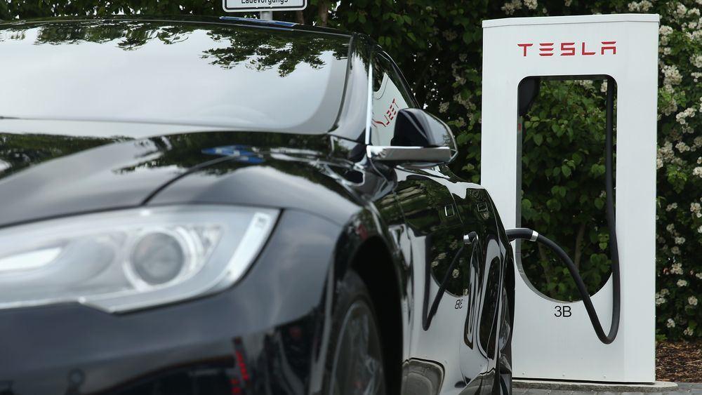 H Tesla εγκαινιάζει την γρήγορη φόρτιση ηλεκτρικών αυτοκινήτων