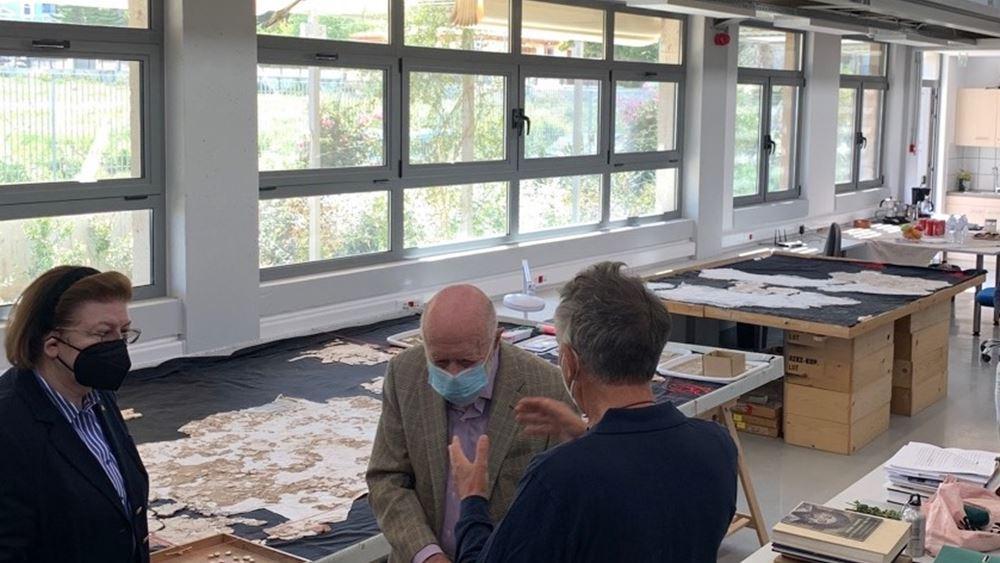 Συνάντηση της Λ. Μενδώνη με τον Ch. Williams, στις Αποθήκες της Αμερικανικής Σχολής Κλασικών Σπουδών