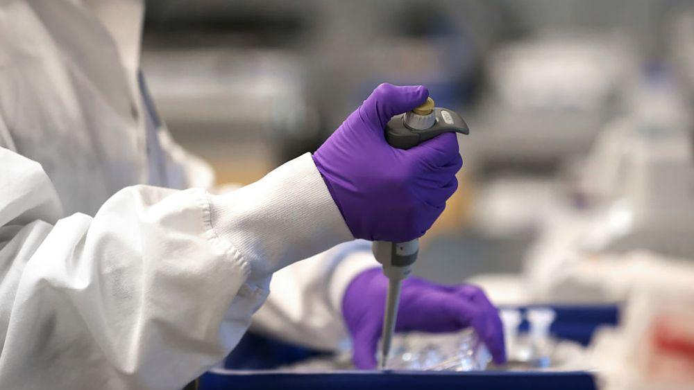 """Κυβερνήσεις, αγνοήστε την γκρίνια για τα """"κέρδη των φαρμακευτικών"""" και ενισχύστε με δισ. την έρευνα για το εμβόλιο κατά του κορονοϊού"""
