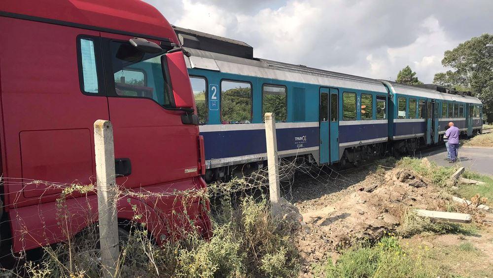 Θεσσαλονίκη: Σύγκρουση τρένου με βαρύ όχημα - Ένας ελαφρά τραυματίας