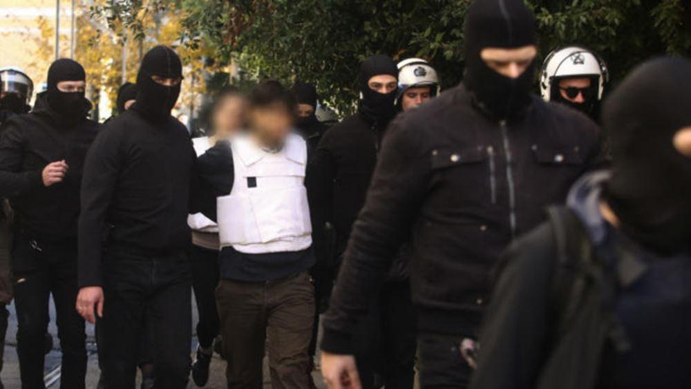 Από το τόξο στο καλάσνικοφ: Οι 8 τρομοκράτες που ψάχνει η ΕΛΑΣ