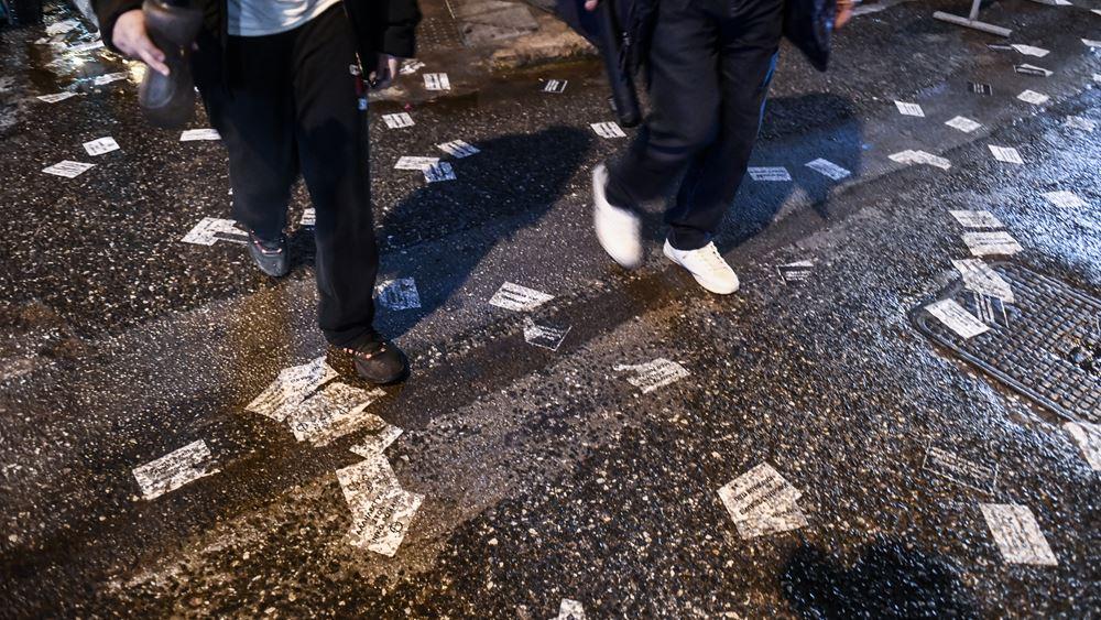 """Δύο προσαγωγές για τη διαμαρτυρία έξω από την εφημερίδα """"Δημοκρατία"""""""