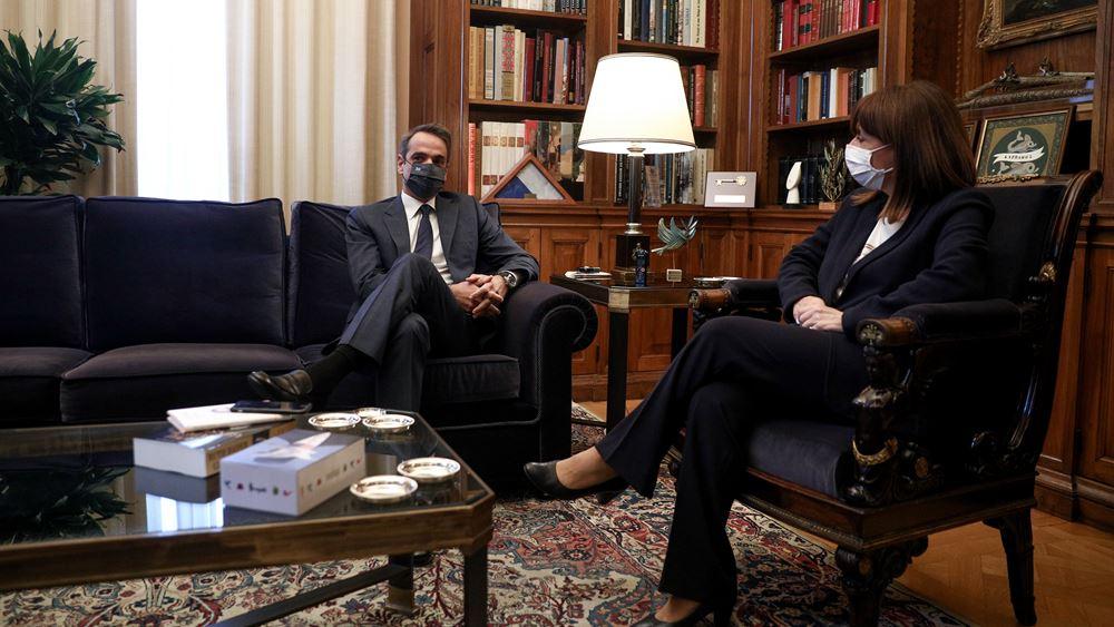Συνάντηση Σακελλαροπούλου-Μητσοτάκη στο Προεδρικό Μέγαρο