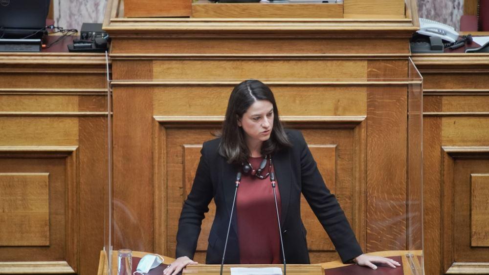 """Νέα αντιπαράθεση Κεραμέως-Φίλη στη Βουλή - """"Πέρασε"""" και στη δεύτερη ανάγνωση το ν/σ για το νέο σχολείο"""