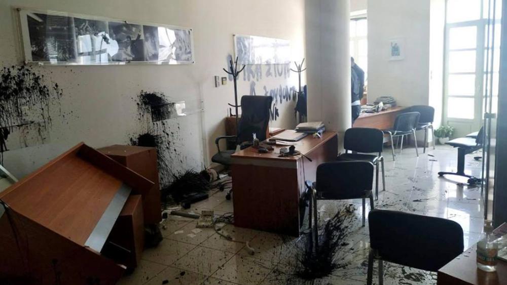 Επίθεση στο γραφείο τουΛ. Αυγενάκη