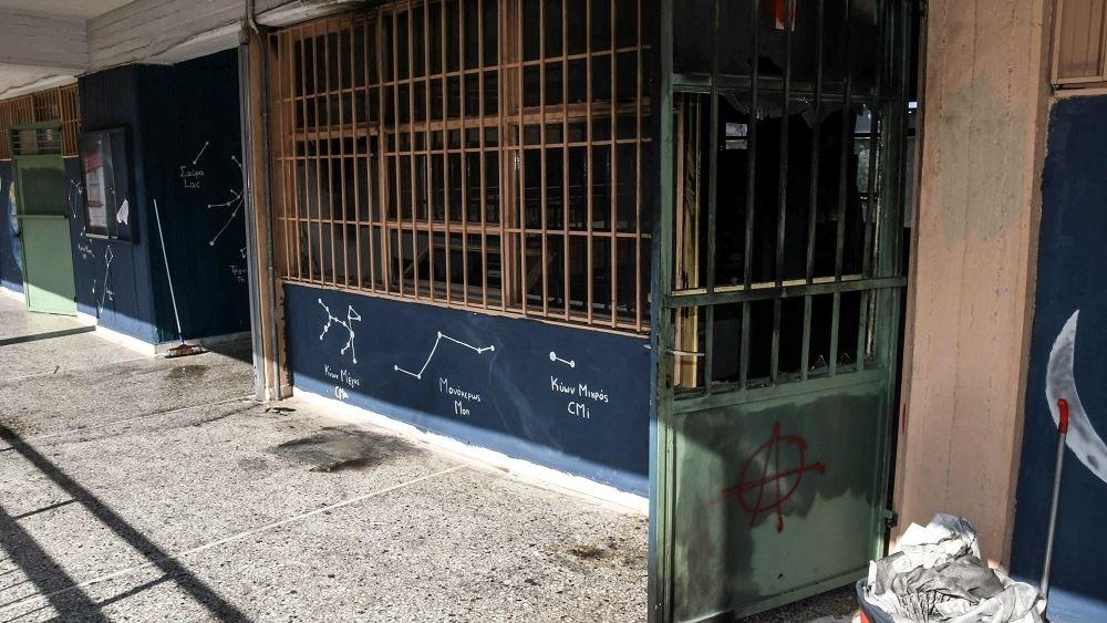 Τρεις ανήλικοι μαθητές φέρονται ως οι δράστες της επίθεσης με μολότοφ σε σχολικό συγκρότημα της Πάτρας