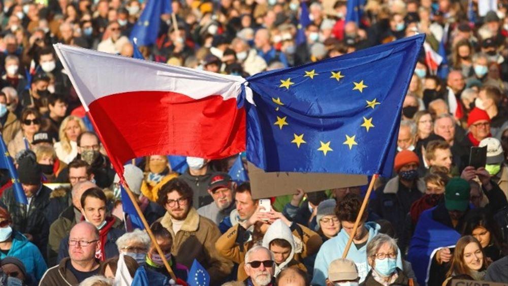 Πολωνία: Δεκάδες χιλιάδες διαδηλωτέςυπέρ της Ευρωπαϊκής Ένωσης
