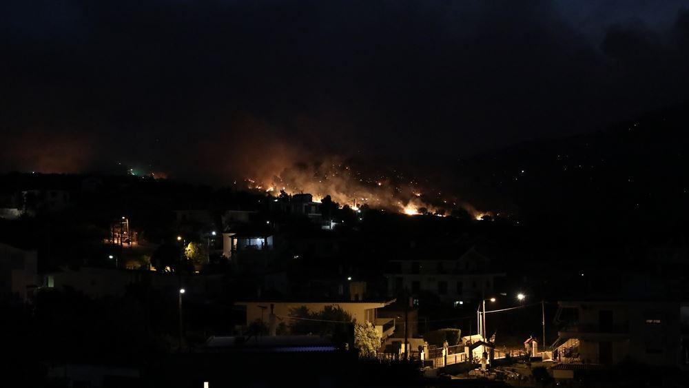 Εκτός ελέγχου η πυρκαγιά στη Μάνη - Μήνυμα του 112 στους κατοίκους για επιφυλακή τη νύχτα