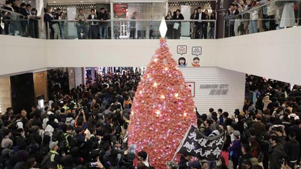 """Χονγκ Κονγκ: """"Δεν έχει σημασία αν είναι Χριστούγεννα"""", οι αντικυβερνητικές διαδηλώσεις συνεχίζονται"""