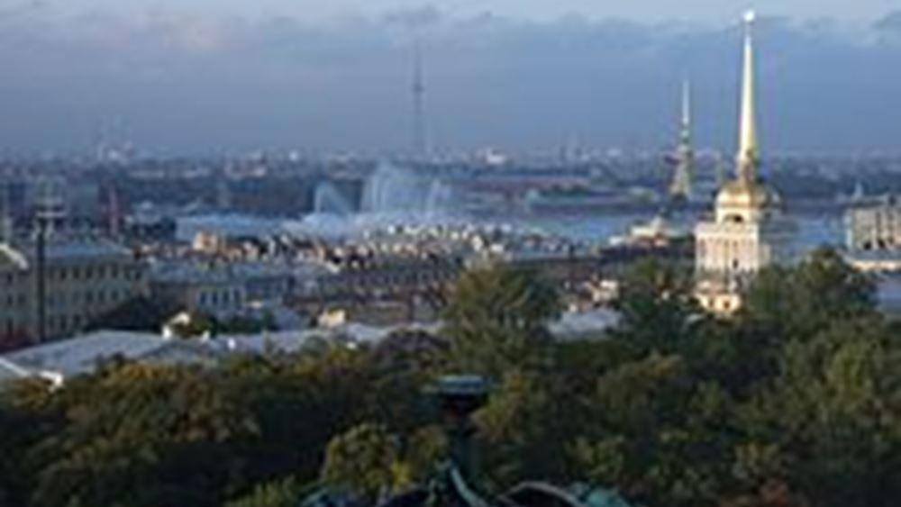 Χάος στην Αγία Πετρούπολη από τις πρωτοφανείς χιονοπτώσεις