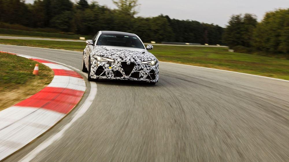 Οι οδηγοί F1 της Alfa Romeo δοκιμάζουν τη νέα Giulia GTA