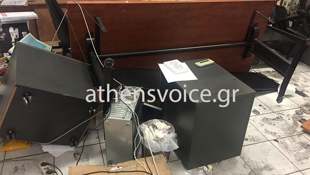Επίθεση Ρουβίκωνα με λοστούς στα γραφεία της Athens Voice