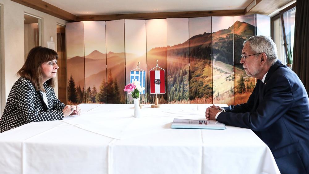 Με τον πρόεδρο της Αυστρίας συναντήθηκε η Κ. Σακελλαροπούλου -  Συζήτησαν τις εξελίξεις στο Αφγανιστάν