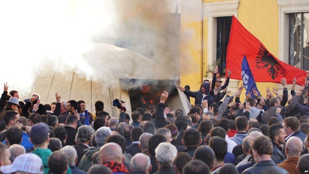 Μεγάλες φοιτητικές διαδηλώσεις στην Αλβανία