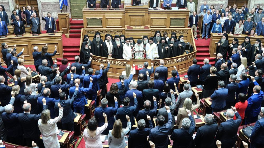 Ορκίστηκαν οι 300 βουλευτές της Βουλής