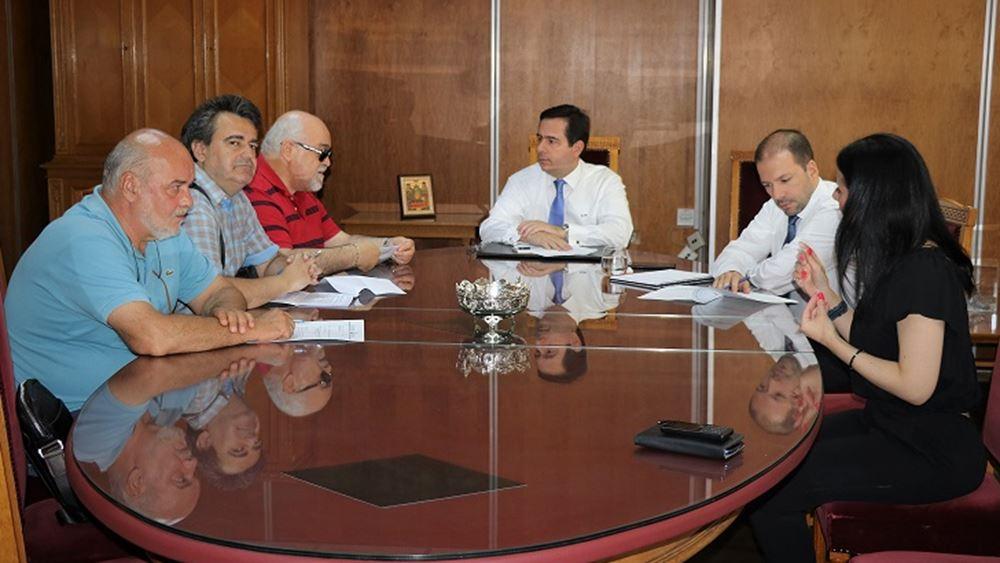 Συνάντηση Μηταράκη με εκπροσώπους της ΕΣΑμεΑ