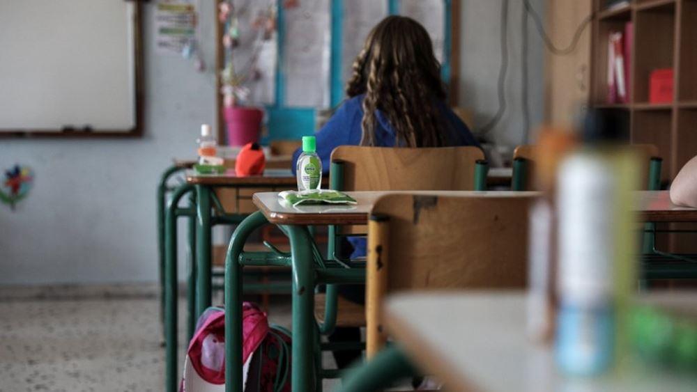 Σχολεία: Με μοριακό ή rapid τεστ θα επιστρέψουν οι ανεμβολίαστοι εκπαιδευτικοί στις αίθουσες