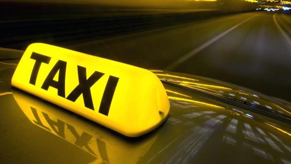 Έναρξη καλοκαιριού έκανε ο Οργανισμός Τουρισμού Θεσσαλονίκης μοιράζοντας μάσκες στους οδηγούς ταξί