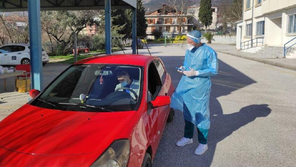 Έλεγχοι Drive Through: 44 κρούσματα σε 4.560 rapid test