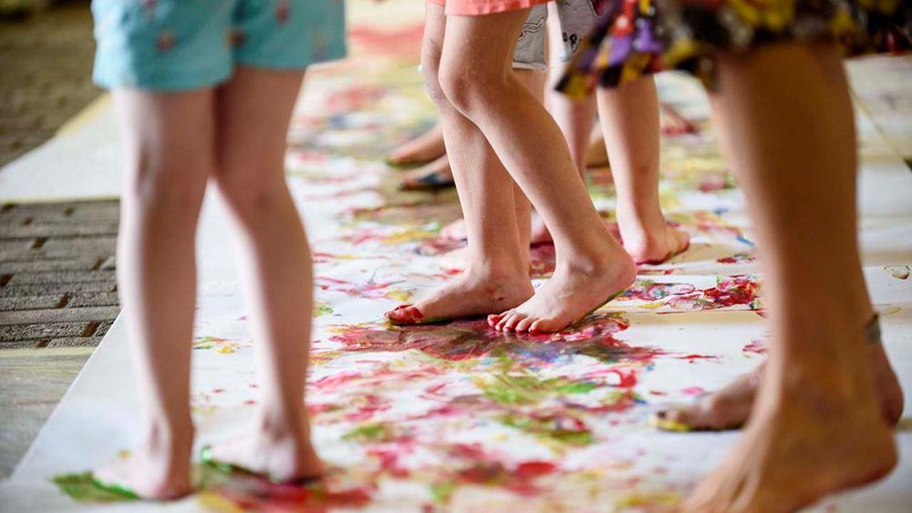 Το αλλιώτικο καλοκαίρι των παιδιών στην Αθήνα: Πού μπορούν να παίξουν, να μάθουν, να δημιουργήσουν