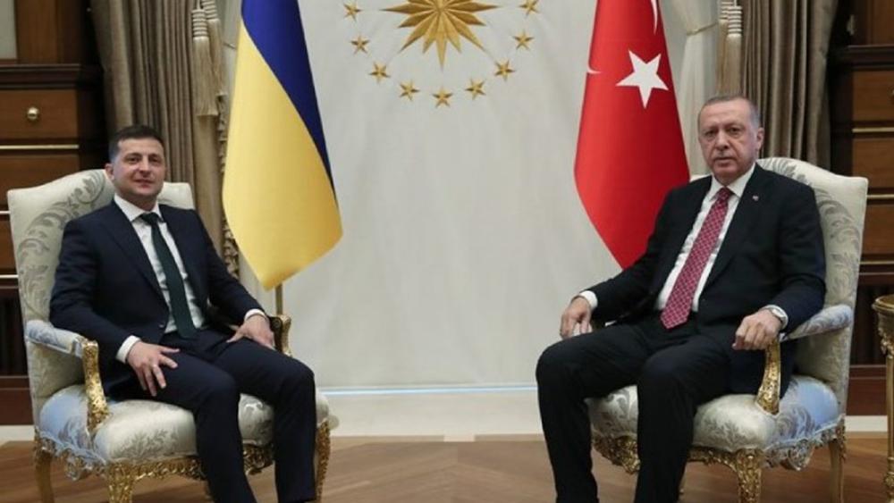 """""""Κλείνει το μάτι"""" στον Ερντογάν ο Ζελένσκι: Τίποτα δεν λύνεται στην Κριμαία χωρίς την Τουρκία"""