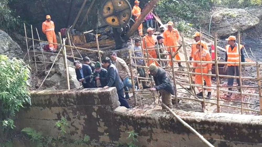 Ινδία: Δύτες  επιχειρούν να εντοπίσουν ανθρακωρύχους που έχουν παγιδευτεί σε πλημμυρισμένο ορυχείο