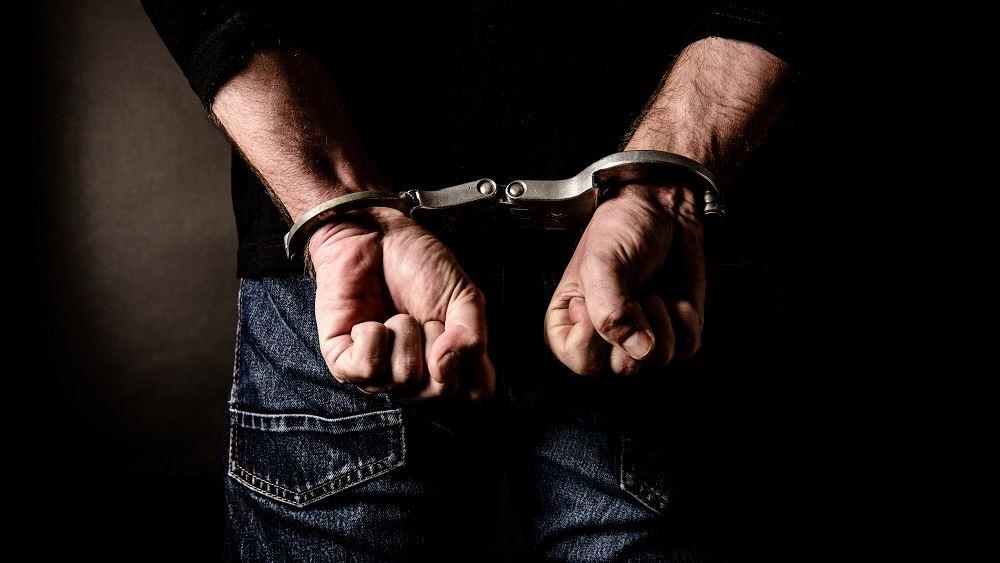 Συνελήφθη 38χρονος αλλοδαπός σε βάρος του οποίου εκκρεμούσε διεθνές ένταλμα σύλληψης