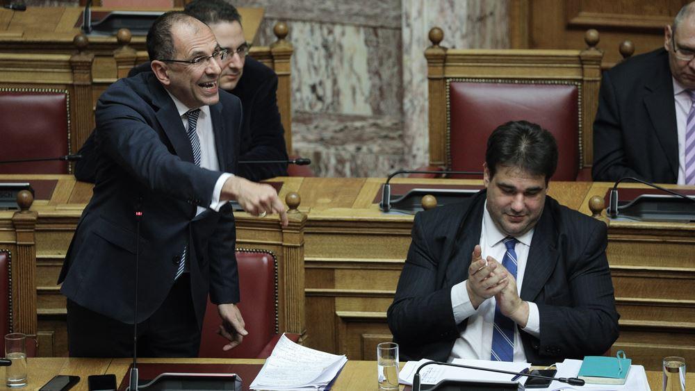 """""""Καυγάς"""" Γεραπετρίτη- Τζανακόπουλου στη Βουλή για την απλή αναλογική"""