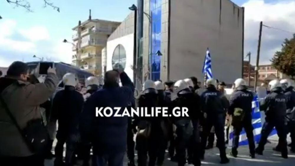 Αποδοκίμασαν τη Γεροβασίλη στην Κοζάνη - Επεισόδια με τραυματίες