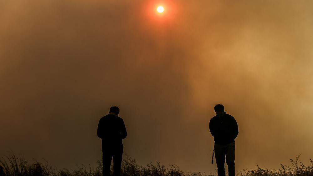Φωτιά στον Σχίνο: Εκκενώνονται ακόμα 4 οικισμοί και μια μονή